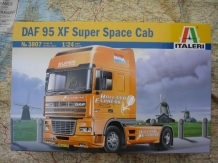 Italeri 3807  DAF 95 XF Super Space Cab