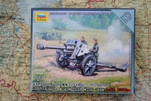 Zvezda 6121  German 105mm HOWITZER with Crew
