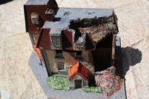 HMiH 10 Ruined Wartime Building Europe Scenery with Removeble Roof
