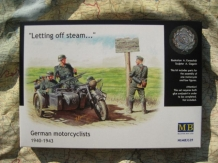 MB.3539  German Motorcyclists 1940 - 1943