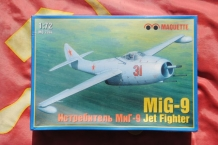 Maquette MQ-7244 MiG-9 Jet fighter